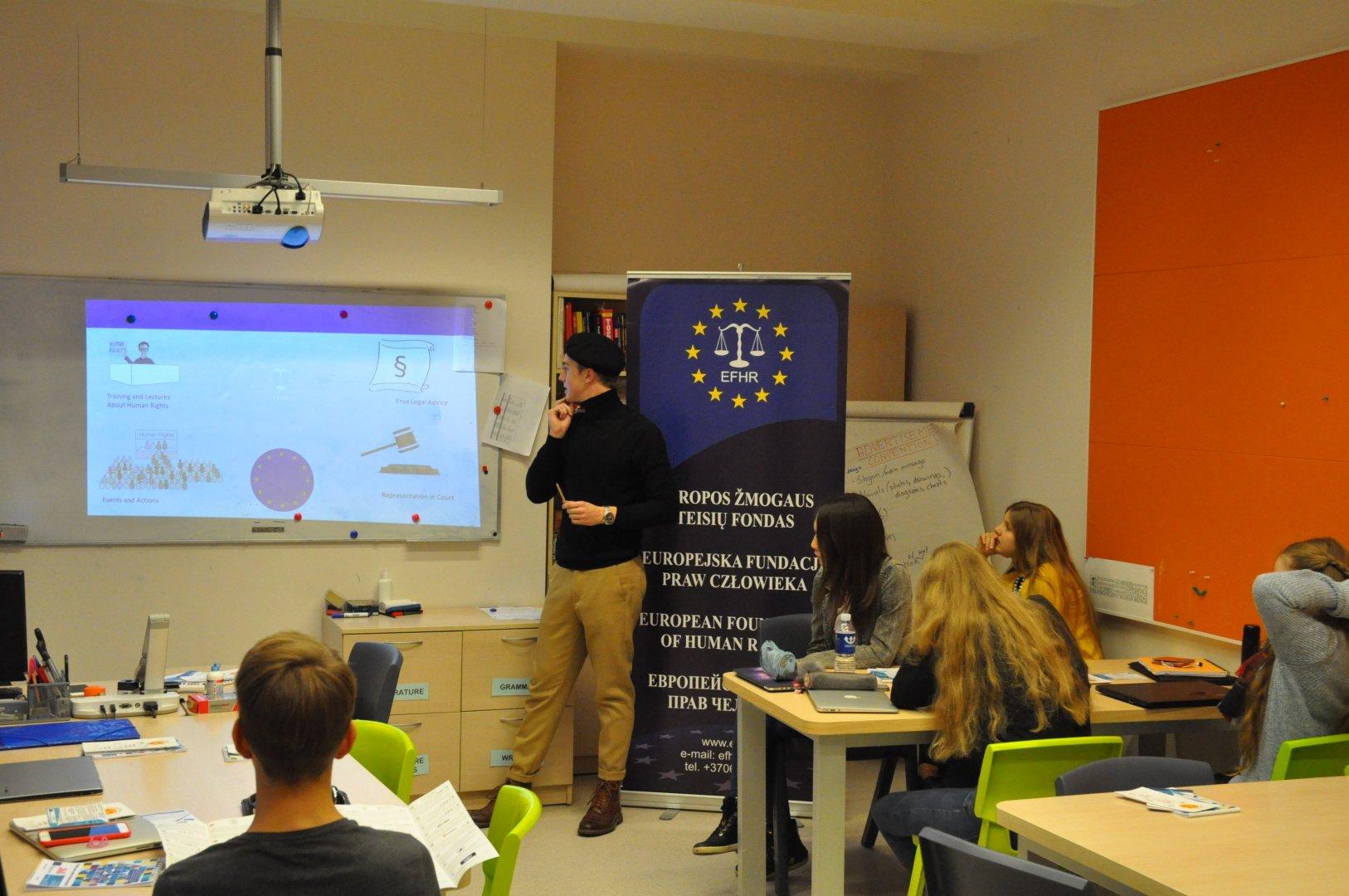 EFHR tęsia švietėjišką veiklą prieš neapykantos kalbą Vilniaus Tarptautinėje Mokykloje